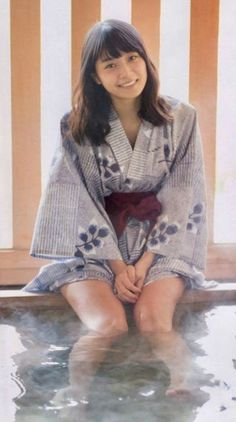 ) in Yukata. Beautiful Japanese Girl, Japanese Beauty, Beautiful Asian Women, Asian Beauty, Yukata, Chinese Kimono, Japanese Kimono, Kimono Fashion, Cute Fashion