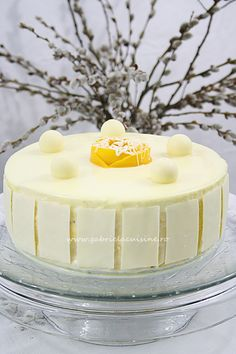 Tort cu mousse de mango si ciocolata alba/ Cake with mango mousse and white chocolate Mango Rum, Mango Mousse, Vanilla Sugar, Vanilla Cake, Melting White Chocolate, Cake Tasting, Chocolate Decorations, Take The Cake, Manga