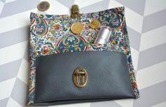 Du simili cuir, du Liberty pour créer un portefeuille en quelques minutes... Voici un tuto très facile pour confectionner son accessoire de sac !