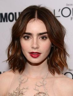 Lily Collins red carpet hair and make-up in 2013 - edgy texturized long bob and vampy red lips, (photo: Getty Images).