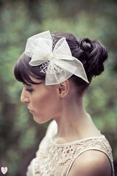 Wedding Hair Accessories bridal hair bows - bridal hair bows you'll love - and likely re-wear after the big day. It makes a beautiful bridal veil alternative and it sure to turn heads. Wedding Hats, Headpiece Wedding, Bridal Headpieces, Bridal Hair, Headband Hairstyles, Wedding Hairstyles, Bride Hair Accessories, Ring Verlobung, Hair Pieces