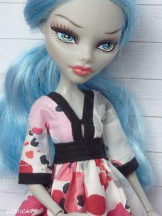 Vestido estilo japonés para muñecas Monster High.