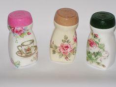 Discover thousands of images about Różane słoiczki Plastic Bottle Art, Diy Bottle, Wine Bottle Crafts, Decoupage Jars, Decoupage Paper, Diy Home Crafts, Jar Crafts, Coffee Jars, Recycled Glass Bottles