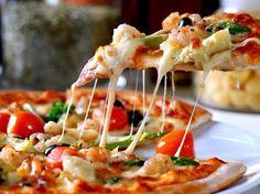 HVous adorez les pizza mais sachez que vous pouvez facilement faire une délicieuse pâte maison. Ingrédients pour faire la pâte à pizza: - 300g de farine (T55) - 2 ou 3 cuillères à soupe d'huile d'Olive - 1 pincée de sel - 10cl d'eau tiède 30°c -1 sachet...