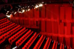 Zijaanzicht theaterzaal