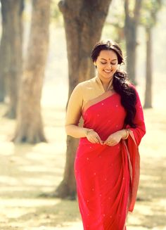 Sonakshi Sinha in 'Lootera' (2013) [India, 1950s]