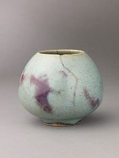 birdsong217: catherinewillis:mondaysprojects: Jun Ware repaired with gold laquer.