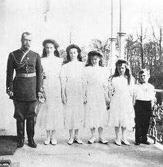 Nicolas II with his children : Olga, Tatiana, Maria, Anastasia and Alexei  photo taken by Alexandra Feodorovna  place : Alexander palace  date : 1910