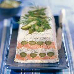 Asparagus terrine with salmon - Roselyne Ducray - - Terrine d'asperges au saumon Salmon asparagus terrine Love Eat, Love Food, Salmon And Asparagus, Sandwich Cake, Relleno, Brunch, Food And Drink, Appetizers, Favorite Recipes