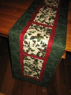 Christmas Table Runner Holly and Red Berries by TahoeQuilts. Very simple and quick to do. Xmas Table Runners, Quilted Table Runners Christmas, Christmas Patchwork, Christmas Runner, Table Runner And Placemats, Table Runner Pattern, Christmas Sewing, Christmas Quilting, Purple Christmas