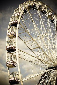 Vintage Ferris Wheel   |    via Indigo Crossing