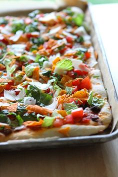 Taco Salad Pizza with Doritos ~ Says: Super tasty and surprisingly light! Love the little crunch you get from the doritos too! This recipe is the bomb dot com and doesn't take very much time to throw together at all! Pizza Recipes, Appetizer Recipes, Mexican Food Recipes, Beef Recipes, Dinner Recipes, Cooking Recipes, Healthy Recipes, Appetizers, Great Recipes