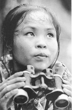 """1967 """"Viet Cong Youth Volunteer La Thi Tam counts bombs dropped by American bombers. This was to enable delayed-fuse bombs to be located and deactivated. Vietnam History, Vietnam War Photos, Youth Volunteer, Thailand, North Vietnam, Female Soldier, Military Women, American War, American Soldiers"""