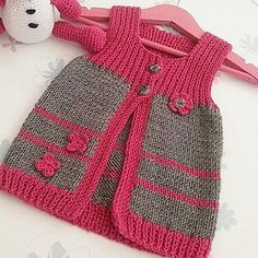 Ex … – Baby Kleidung - Babykleidung Knit Baby Dress, Knitted Baby Clothes, Knit Baby Sweaters, Baby Cardigan Knitting Pattern, Baby Knitting Patterns, Knitting Designs, Vest Pattern, Baby Coat, Baby Outfits