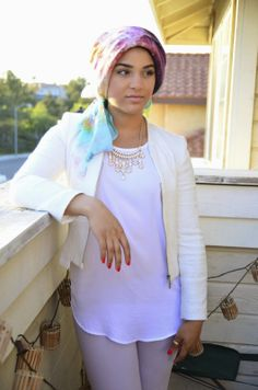 AboutThatWrap: Spring Essentials- White Blazer + Cream Necklace + Lavender Pants & Natural Makeup
