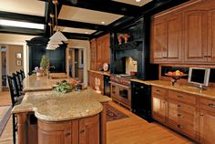 Traditional Kitchen Photos Oak Cabinets Design Ideas, Pictures, Remodel, and Decor - page 2