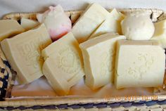 Savon Soap, Soaps, Soap Bubbles, Bath Bombs, Good To Know, Natural Remedies, Diy And Crafts, Shampoo, Calderone