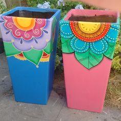 Decorated Flower Pots, Painted Flower Pots, Painted Pots, Hand Painted, Pots D'argile, Clay Pots, Flower Pot Art, School Murals, Pot Jardin