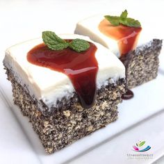 Zdravý makovec bez cukru a mouky Healthy Deserts, Healthy Dessert Recipes, Healthy Treats, Healthy Baking, No Bake Desserts, Cookie Recipes, Breakfast Snacks, Sweet Recipes, Food And Drink