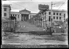 Retoques finales a la escalinata de la Universidad de la Habana,año 1927.