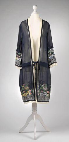 Coat, 1920's, Silk, Silk embroidery,  Dorotheum Vintage http://www.dorotheum.com/