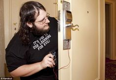 Simple flaw in hotel door locks leaves MILLIONS of guests vulnerable-Mozilla developer Matthew Jakubowski demonstrated how anyone could build a pocket-sized device that would open the lock on an estimated 4 million hotel rooms.CLICK 2 SEE VIDEO    Read more: http://www.dailymail.co.uk/news/article-2239559/Simple-flaw-hotel-door-locks-leaves-MILLIONS-guests-vulnerable-robberies-break-ins.html#ixzz2DXZ9j2Sv   Follow us: @MailOnline on Twitter | DailyMail on Facebookable to robberies and…
