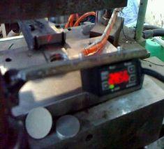 اتوماسیون دستگاه پرس اتوماتیک با متر لیزری فوق دقیق          اتوماسیون دستگاه پرس لیزری    در این اتوماسیون دستگاه پرس یک عدد سروو موتور جهت پر کردن خشاب پرس ، سنسور لیزری فوق دقیق شرکت اپتکس ، plc و hmi استفاده شده