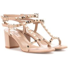 Valentino Valentino Garavani Rockstud Leather Sandals (16,995 MXN) ❤ liked on Polyvore featuring shoes, sandals, beige, leather sandals, beige sandals, leather footwear, valentino sandals and valentino shoes