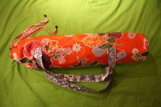 """Coincidence: Thought today of making a bag for my yoga mat myself and forgot about it. One moment ago I searched """"sewing with tablecloth"""" and found this selfmade yogabag of tablecloth! What a coincidence and of course: how nice! Appliance Covers, Yoga Bag, Coincidences, Needle And Thread, Coco, Bag Making, Sewing Ideas, Sunglasses Case, In This Moment"""