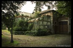 I looooooooove old houses with the attached greenhouses Me too!