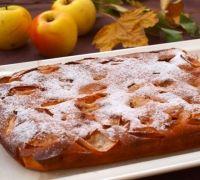 Шаг№5 - Разогреть духовку до 190 градусов и печь пирог 50-55 минут до готовности. Остывший пирог посыпать сахарной пудрой и разрезать на порции. Приятного аппетита!