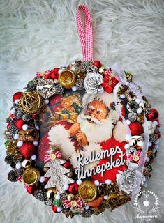 Christmas wreath Karácsonyi kopogtató Christmas Bulbs, Holiday Decor, Home Decor, Decoration Home, Christmas Light Bulbs, Room Decor, Home Interior Design, Home Decoration, Interior Design