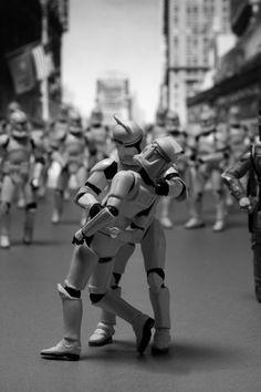 """""""El beso"""" con figuras de Star Wars"""