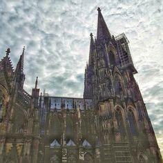Heute unterwegs in Bergisch Gladbach mit Zwischenstopp im schönen Köln - dazu gehört natürlich immer ein kurzer Blick auf den Dom :) #unterwegs