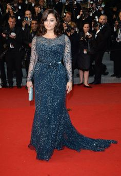 Aishwarya Rai in Elie Saab couture at the Cosmopolis premiere. Mother Of The Bride Dresses Long, Mother Of Bride Outfits, Mothers Dresses, Plus Size Evening Gown, Plus Size Gowns, Evening Gowns, Most Beautiful Dresses, Nice Dresses, Mom Dress