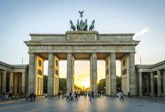 Puerta de Brandenburgo, en #Berlín. Soñando con otros lugares: los 101 monumentos más famosos del mundo #viajes #travel #Alemania