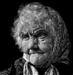 Portrait photography is an art which gives us a chance to have a look through the photographer's eyes. It could be a colored portrait or it might be a black and white portrait depending upon the ch… Black And White Portraits, Black White Photos, Black And White Photography, Old Faces, Many Faces, People Of The World, Interesting Faces, Insta Photo, Old Women