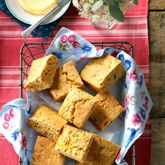 When I was a kid, my parents would make cornbread for my siblings and me. We would slather butter and maple syrup over the warm bread Easy Cornbread Recipe, Healthy Bread Recipes, Cornmeal Recipes, Corn Recipes, Sweet Recipes, Healthy Eating Guide, Stuffed Poblano Peppers, Food Test, Summer Recipes