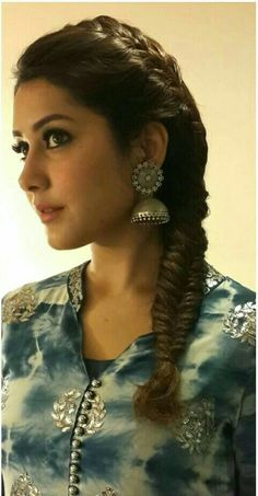 Raashi Khanna . Tollywood Actress