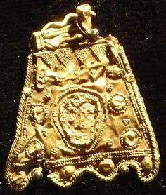 De España hasta los cantares:  Serradilla Treasure,found in Caceres,Spain in 1965 Phoenician gold jewelry,750 BC