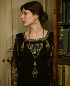 Christina Carty as Virginia Woolf in Downton Abbey    Love, love, love this look!