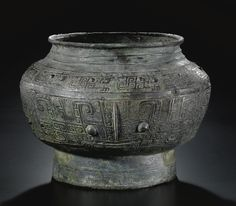 AN ARCHAIC BRONZE RITUAL WINE VESSEL (POU)  LATE SHANG DYNASTY, 12TH CENTURY BC