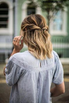 Trendy Haircuts: 25 Prom Hairstyles for Short Hair  16 #ShortBob #Shorthairwedding #SimpleElegantHairstyles Prom Hairstyles For Short Hair, Trending Hairstyles, Formal Hairstyles, Summer Hairstyles, Cute Hairstyles, Hairstyle Ideas, Beautiful Hairstyles, Fringe Hairstyle, Party Hairstyle