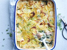 Potato gratin with salmon and spinach: discover the cooking recipes of Femme Actuelle Le MAG Healthy Diet Recipes, Clean Recipes, Healthy Cooking, Fish Recipes, Vegetarian Recipes, Cooking Recipes, I Love Food, Good Food, Yummy Food