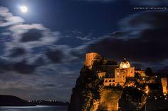 Ischia di notte - La Luna e il Castello