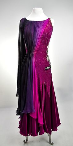 This Lenique Dancesport ballgown has a godet skirt and an accent on the left side. The long piece of ombre fabric gathered at the waist makes a beautiful design element. Ballroom Dance Dresses, Ballroom Dancing, Salsa Dress, Formal Dance, Country Dresses, Belly Dance Costumes, Dance Leotards, Ball Gowns, Fashion Dresses