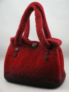 possible idea for construction of green felted wool. hand made knitted felt bag Felt Purse, Diy Purse, Fabric Purses, Fabric Bags, Felted Wool Crafts, Knitted Bags, Felted Bags, Simple Bags, Purse Patterns