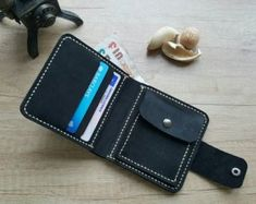 Handcrafted and hand stitched bifold wallet, black color, with snap closure on flap, made of beautiful crazy horse leather. Leather Art, Leather Design, Leather Fabric, Leather Office Bags, Leather Purses, Diy Leather Card Holder, Small Leather Wallet, Crazy Horse, Leather Working