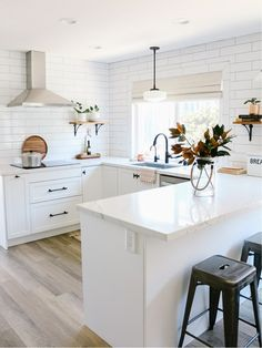 25 Examples The Most Efficient U-shaped Kitchen Design For Your Dream Kitchen Home Decor Kitchen, Diy Kitchen, Kitchen Interior, Home Kitchens, Ikea Kitchens, Ikea Kitchen Remodel, Small Home Interior Design, Small Kitchen Renovations, Small Kitchen Layouts
