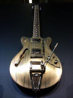 Une nouvelle perle signé Duesenberg Guitars. Retrouvez des cours de #guitare d'un nouveau genre sur MyMusicTeacher.fr